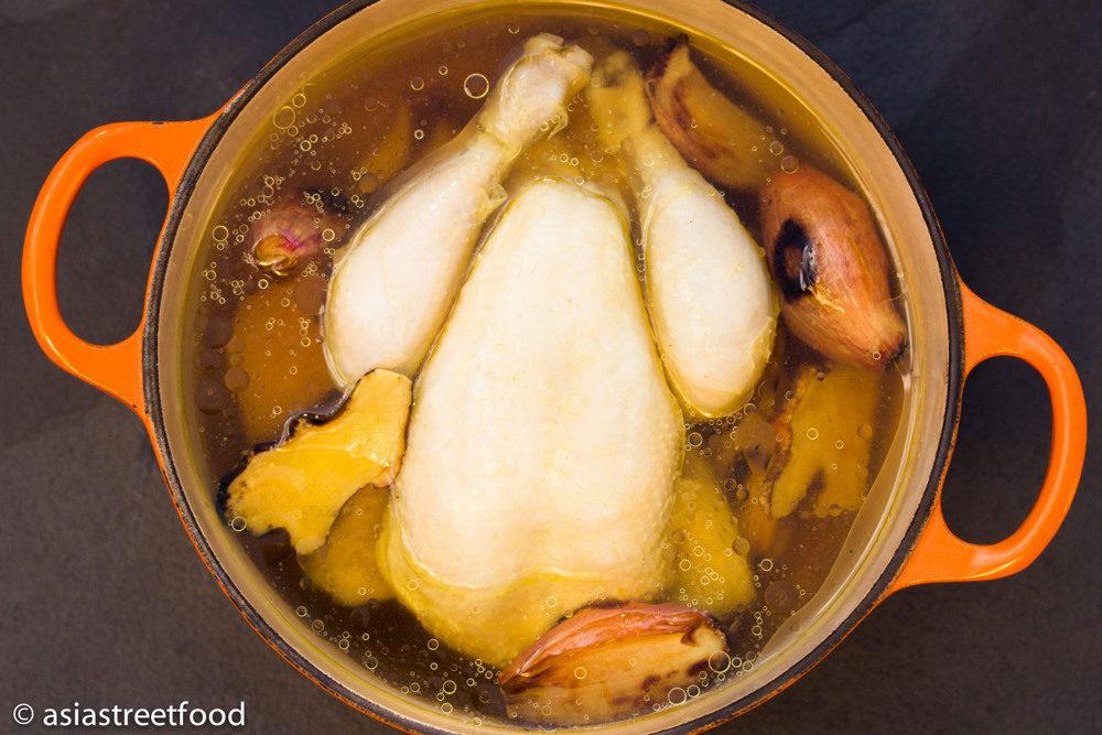 Hähnchen im Kochtopf (c) asiastreetfood.com