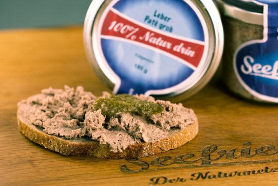 Brot mit grober Leberwurst