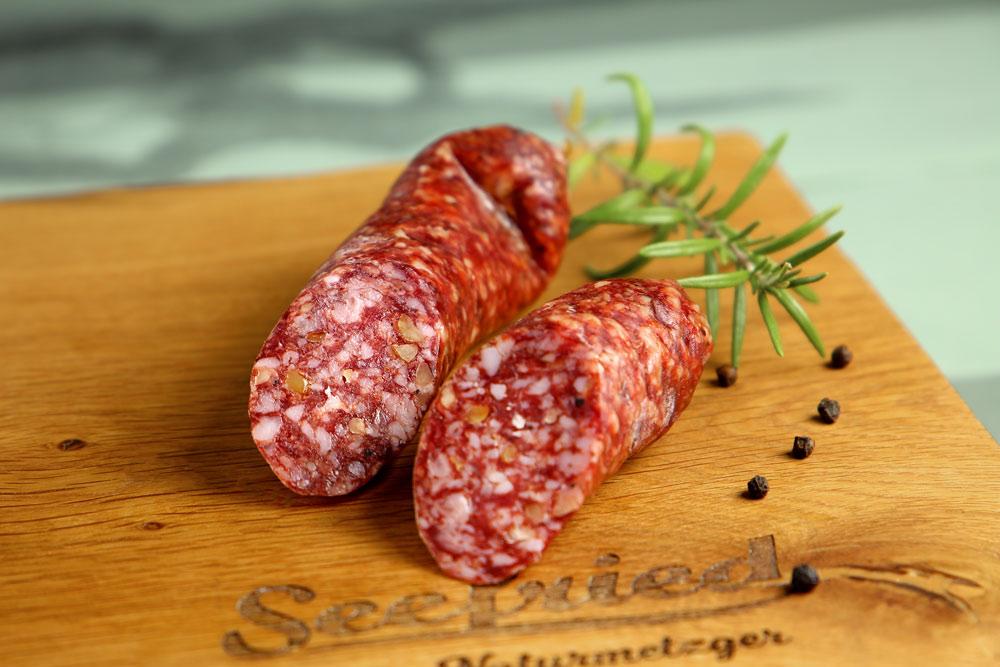 Italienische Salami mit Nuss