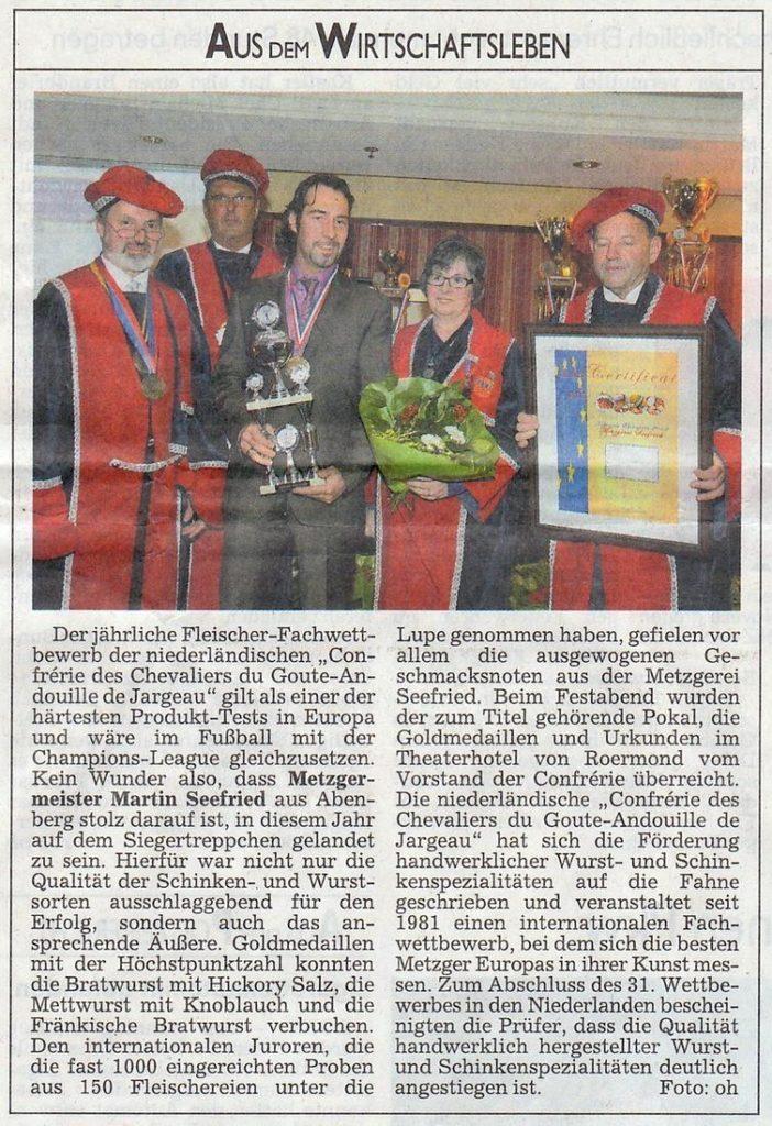 Zeitungsbericht über den Fachwettbewerb Conferier des Chevalier du Goute-Andouille de Jargeau mit Martin Seefried