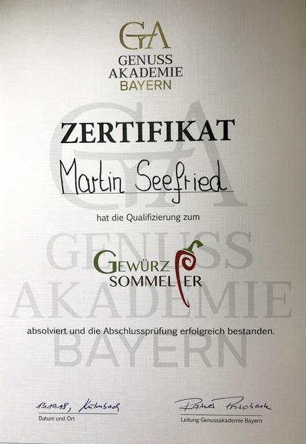 Blick auf das Zertifikat an Martin Seefried von der Genuss Akademie Bayern