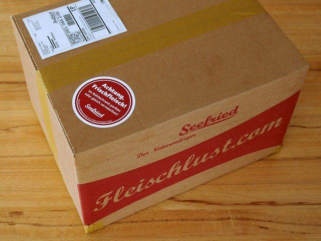 So sieht ein fertig frankiertes Paket vom Naturmetzger aus