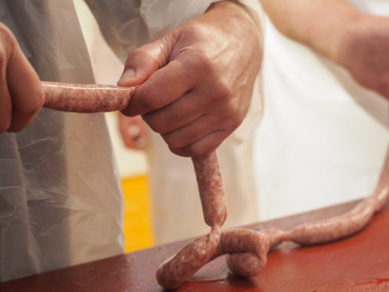 Bratwurst in Darm abfüllen