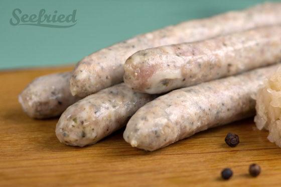 Nahaufnahme gebrühte fränkische kleine Bratwurst